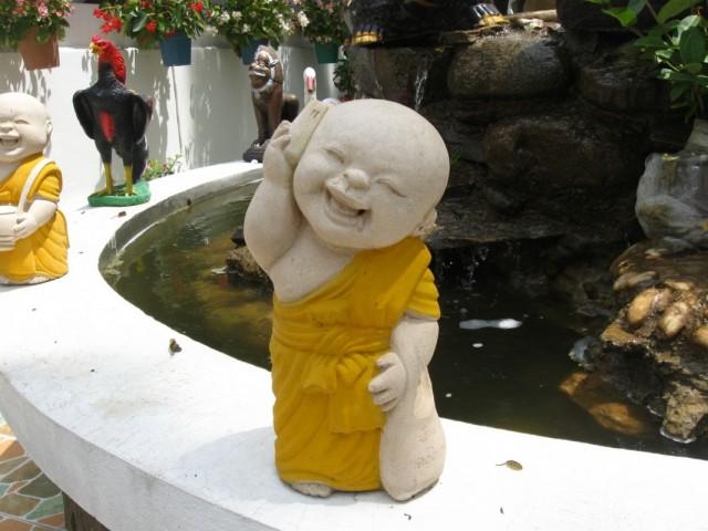 Монах с мобильником...