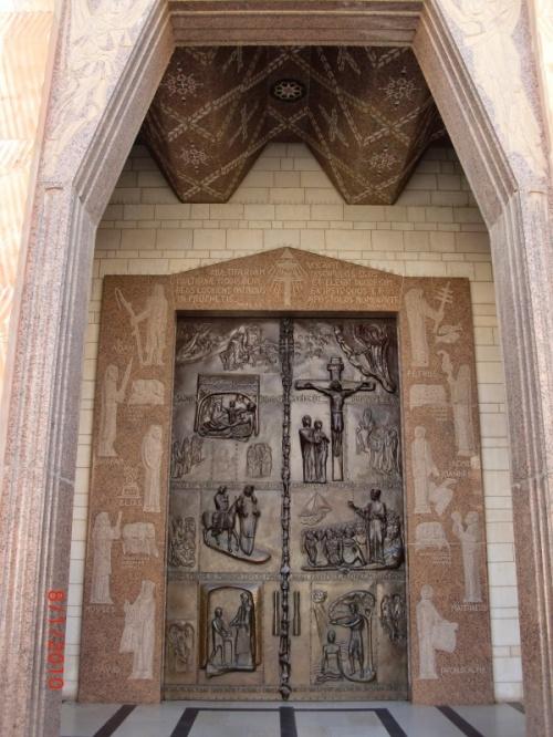 Ворота в храм (новодел)