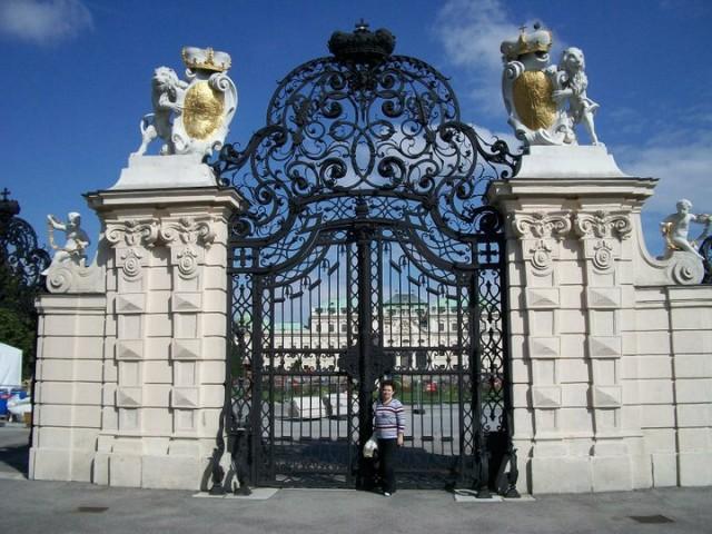 Дворцовые ворота,Бельведер
