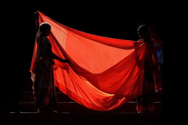 на фотку с красным сари