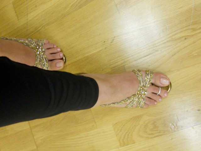 shoes and toe ring
