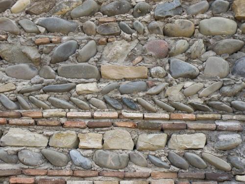 Интересная кладка стен