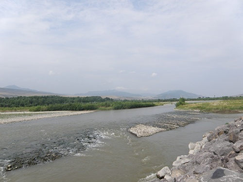Река Кура около Уплисцихе