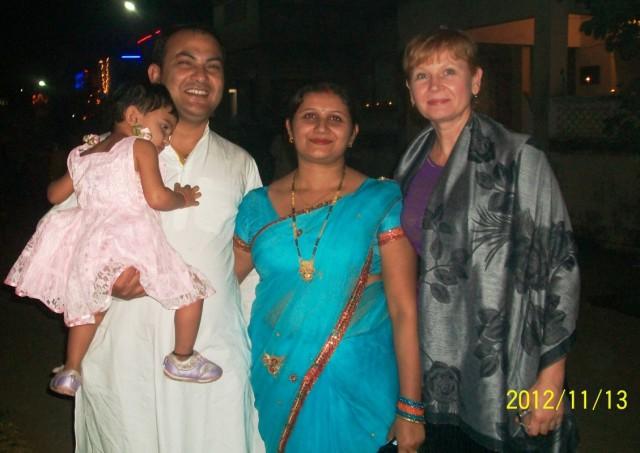 Сосед Панкаджь с семьёй