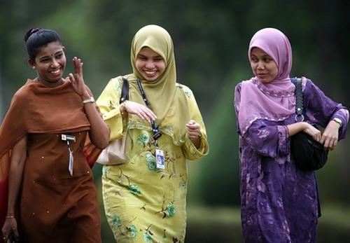 одежда верующих мусульманок в Индонезии и Малазии