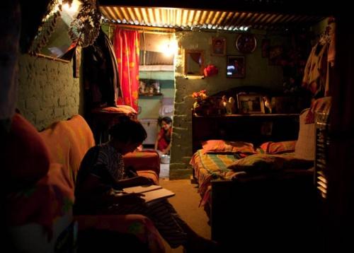 внутри домов бедняков