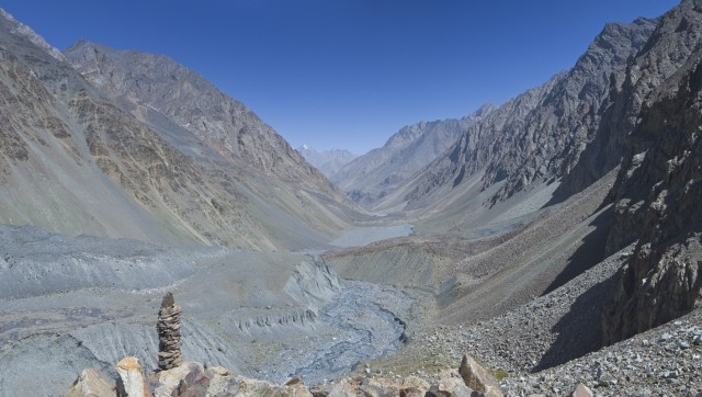 вид на долину с ледника