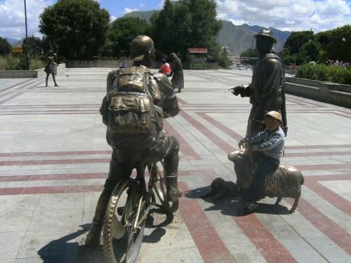 памятник европейцу-велосипедисту рискнувшему спросить дорогу у тибетца :0)