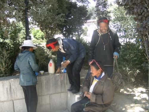 тибетская семья: жена и три мужа