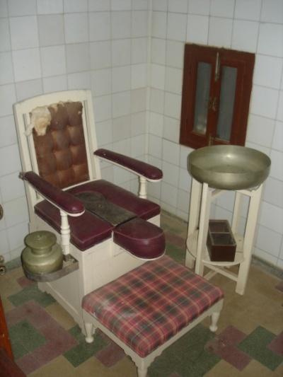 А это (мое любимое изобретение!) - туалет! :)