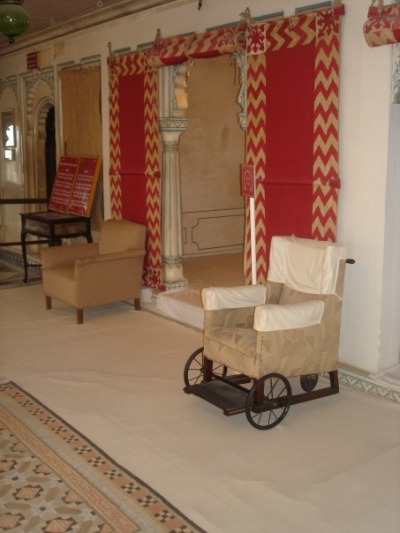 Это - инвалидное кресло махараджи