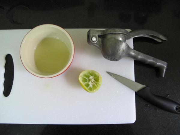 3. Доводим до кипения и добавляем сок лайма/лимона