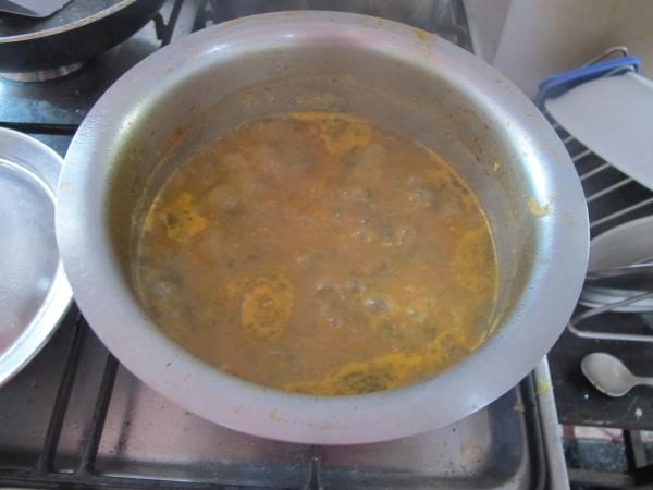 Добавляем измельченную массу в суп
