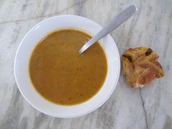Затем процеживаем суп во второй раз и - ву-аля - шедевр создан