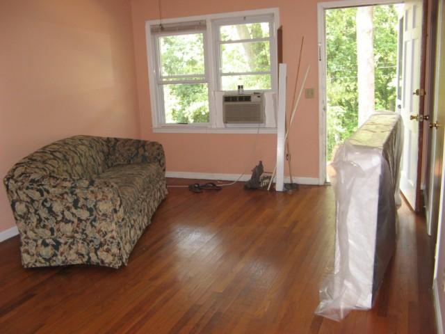 холл с бу диваном