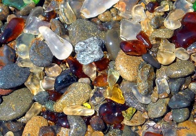 Стеклянный пляж в Калифорнии.Форт-Брэг.