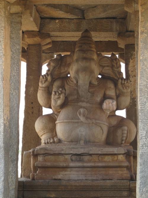А это храм Ганеша, сам Ганеша высечен из монолитного камня