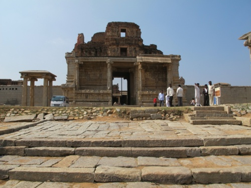 Очень отличающийся от других храм Кришны