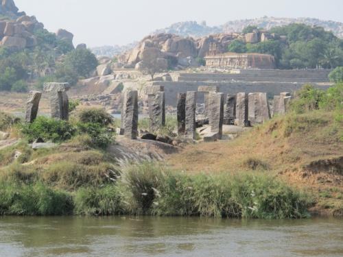 Руины древнего моста