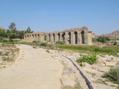Это – акведук, по которому несколько столетий назад подавалась вода...