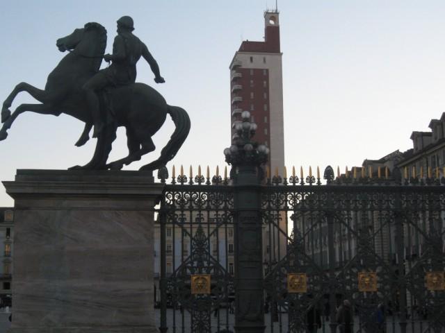 Около дворца Мадама