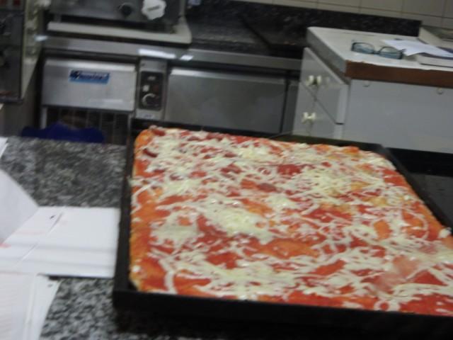 Пицца, которую продают по кусочкам на вынос. Аоста