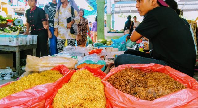 Рынок в Амбарите. Табак