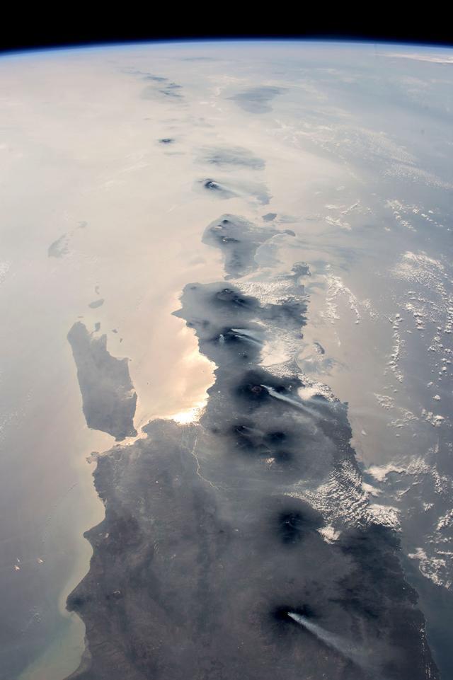 Индонезия из Космоса (©NASA)