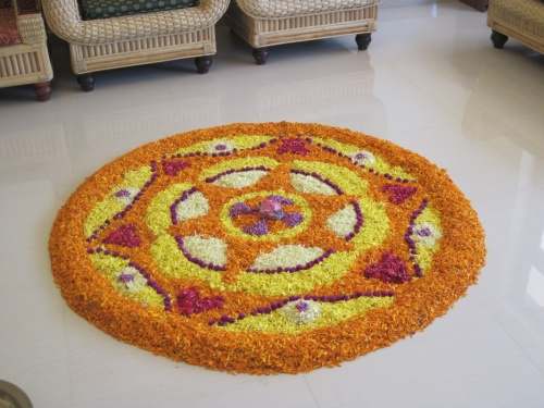 Цветочный ковёр в Онам. Его собирали из цветов всю ночь.