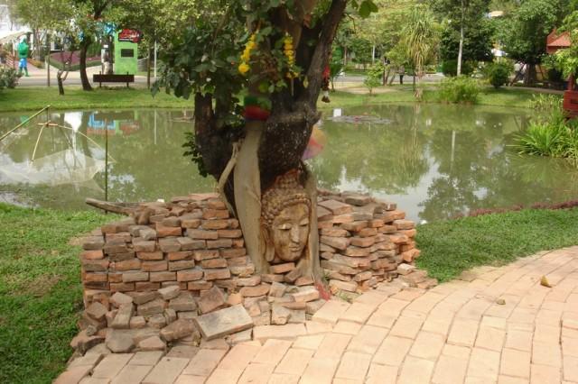 Кусочек затопленной наводнением Аютхайи