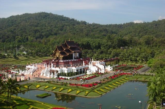 Этот павильон, похожий на храм, построили в честь Короля. Снимок с воздуха:)