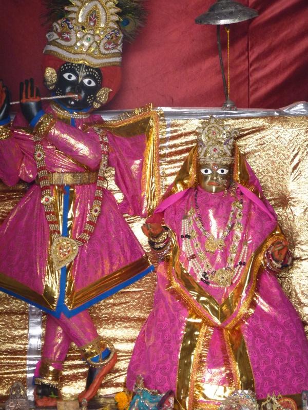 Божества Модан-Мохана в Кароли