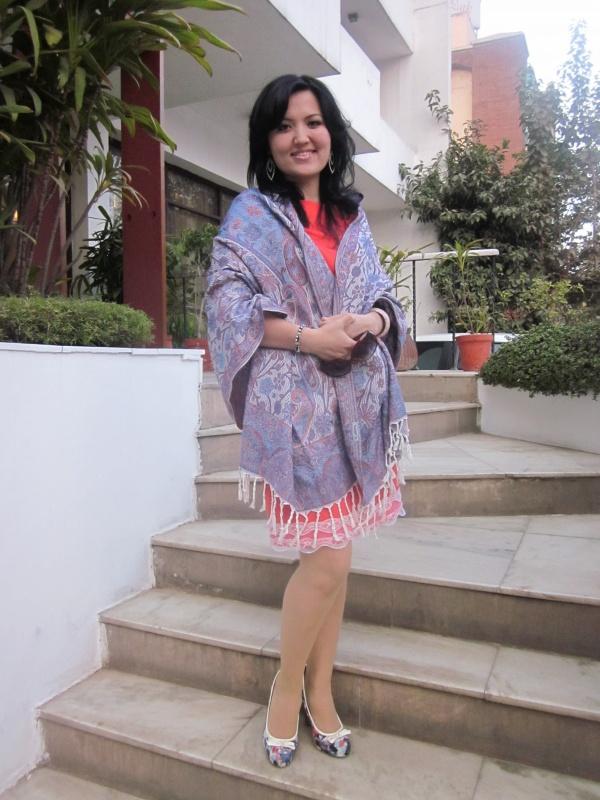 Этот шарф купила на Чандни Чоук (в жизни туда не вернусь) всего за 200 рупий, отличного качества)))
