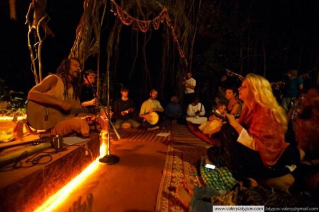 Вечером проходили концерты и мантра медитации