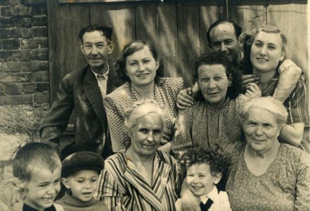 семья  и примкнувшие соседи