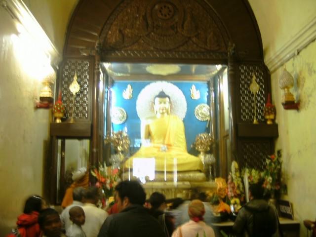... на этом месте Будда обрел просветление