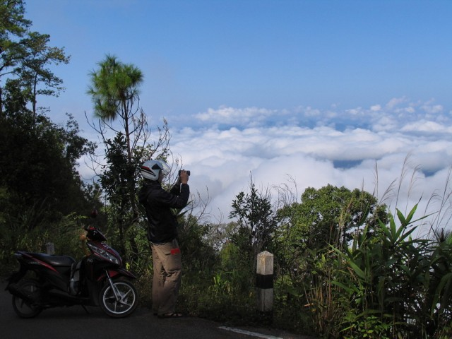 над облаками, недалеко от Мэ Хонг Сона
