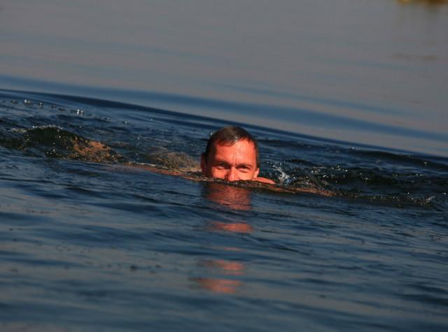 андрюха наш любит купаться..позже будет фото с ганги