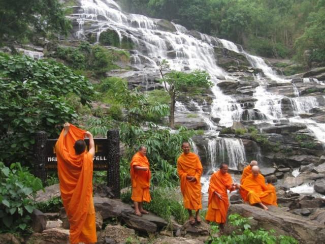 Водопад с монахами