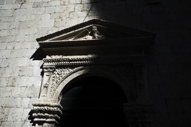 царство притаившихся древних теней