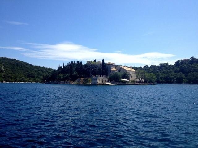 Остров Св. Марии на озере в острове