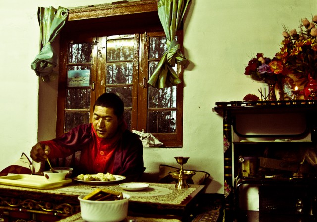Монах в гостях у хозяев