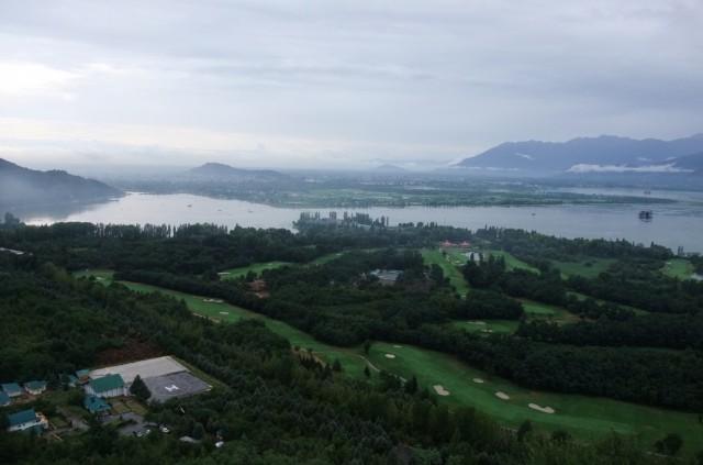 Вид на Шринагар и Озеро Дал