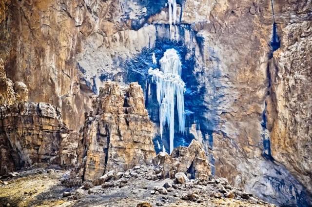 Инопланетянин. Замерзжий водопад. Ладак.
