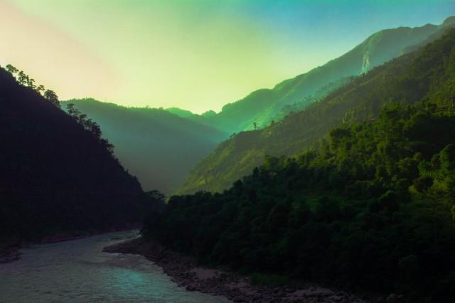 Светящиеся земли на краю Непала