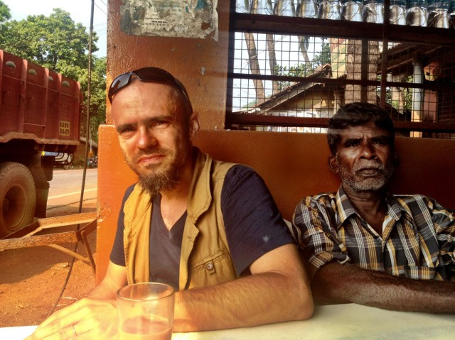 Завтрак у дороги - масала-чай и пури