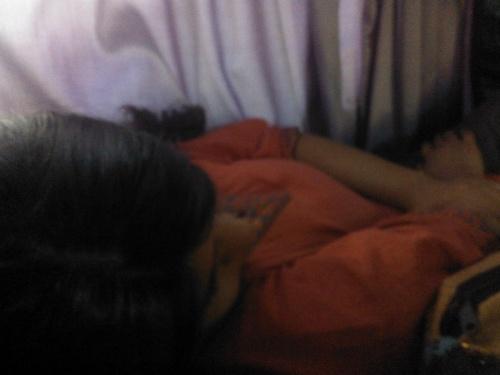 Иша спит в автобусе