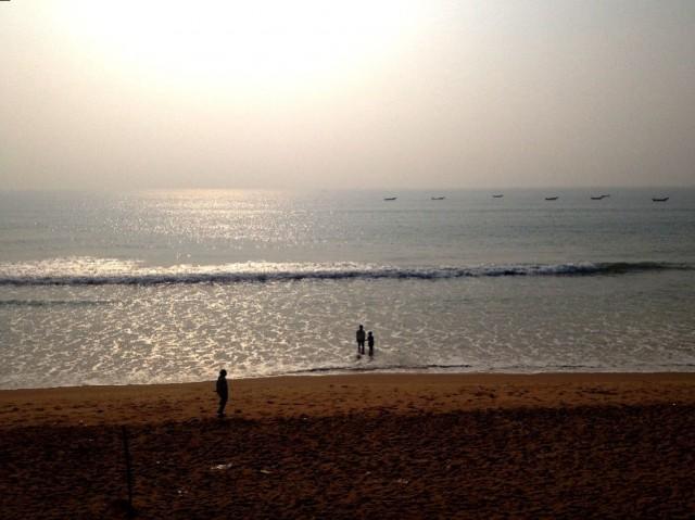 Вид на океан с балкона геста в Гопалпуре
