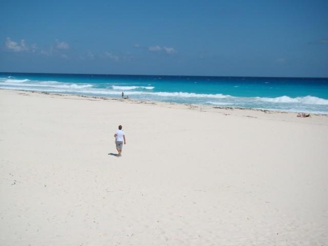 Пляж Дельфинес, Канкун, Мексика