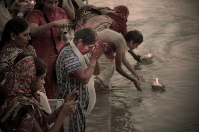 церемония поклонения Ганге в Ришекеше